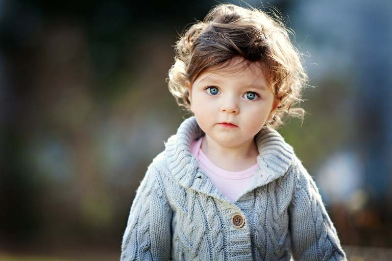CT Child photographer captures the biggest blue eyes!